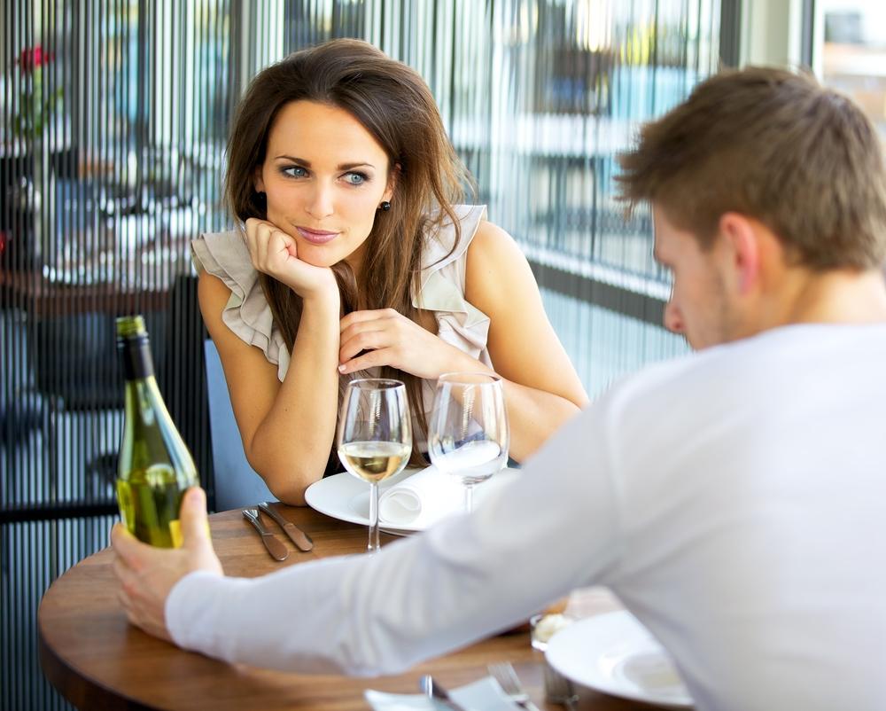 Мужчина на первом свидании требует секса