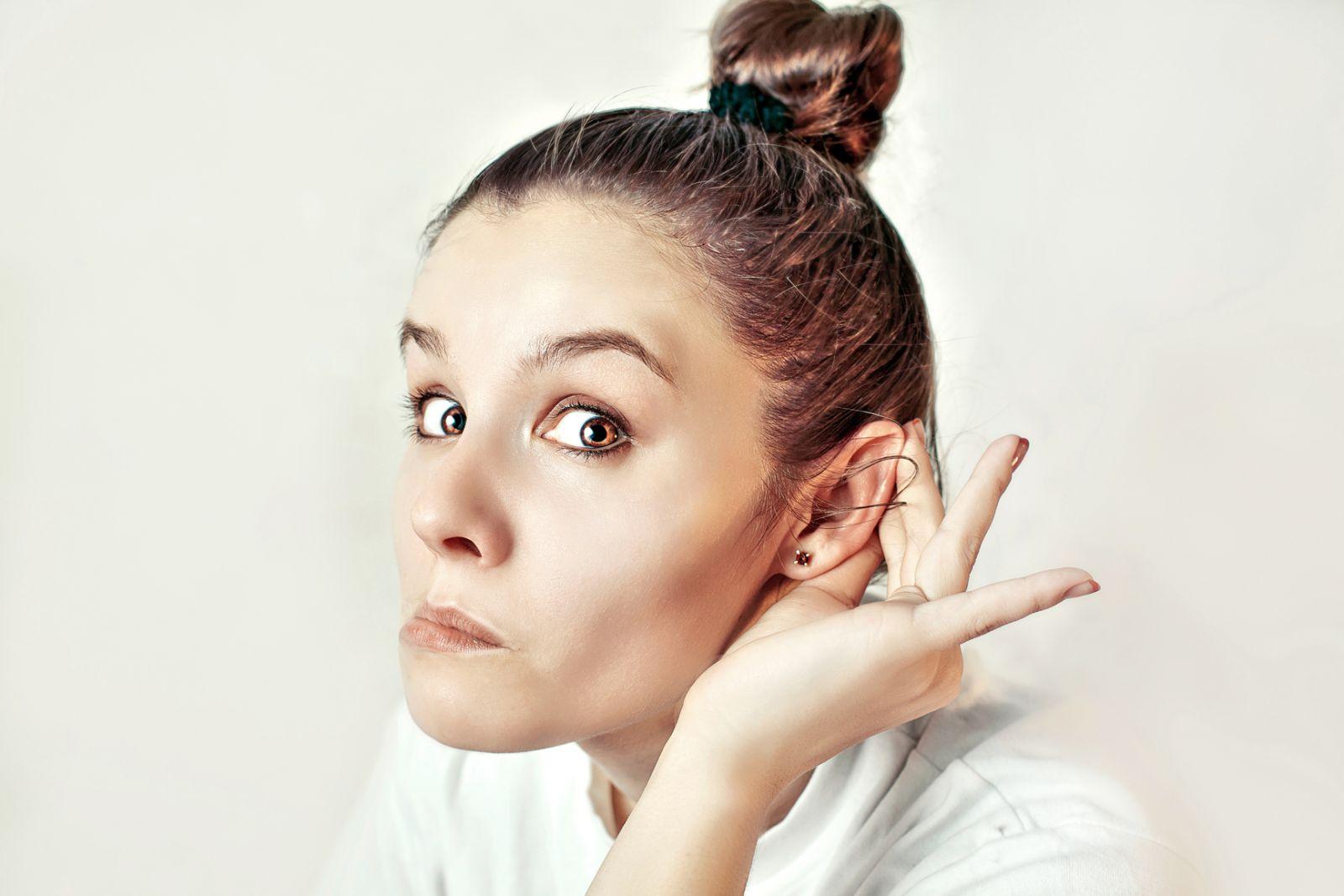 почему девушка слушает жесткую музыку