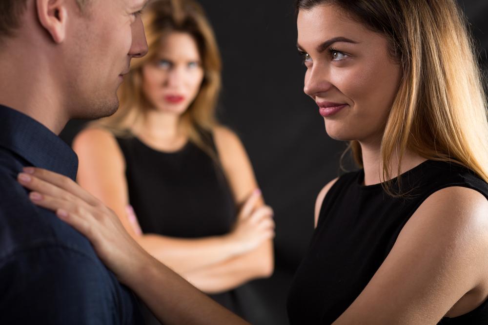 Девушка домагается до другой девушки