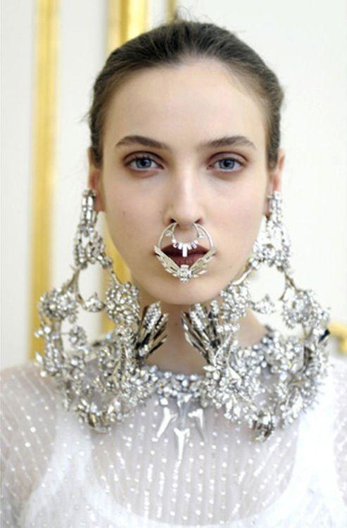 пирсинг в носу