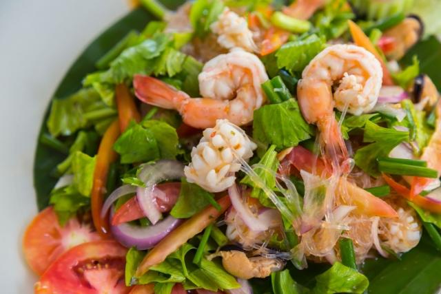приготовить салат с креветками дома