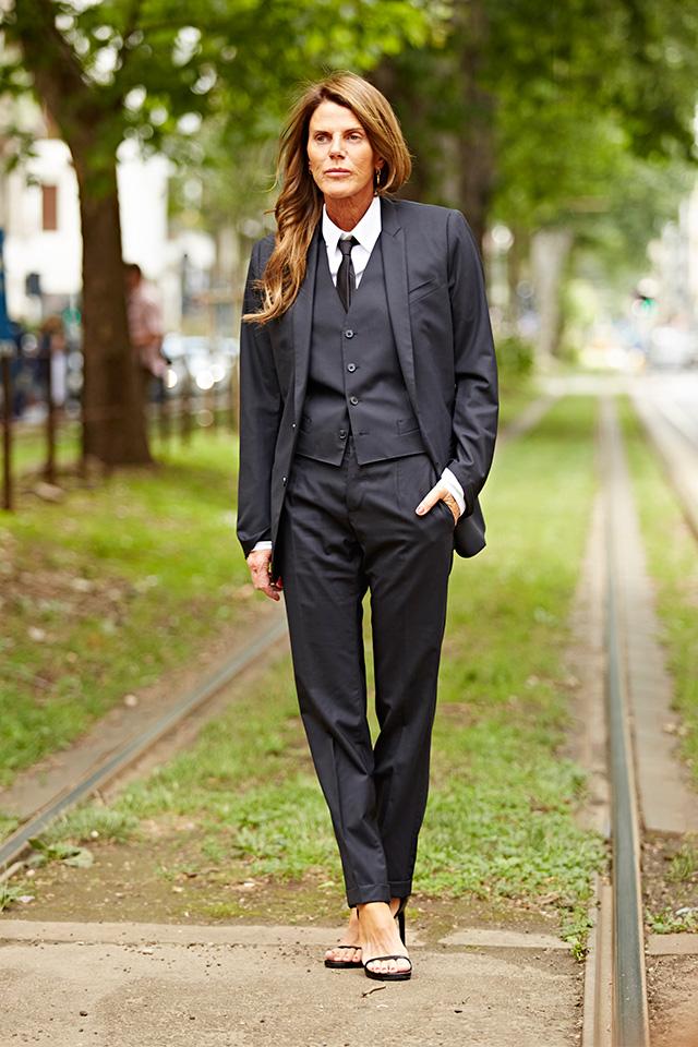 Анна Делло Руссо в мужском костюме на Неделе мужской моды в Милане