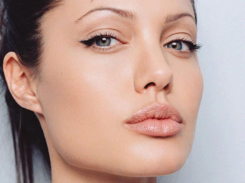 Макияж Джоли