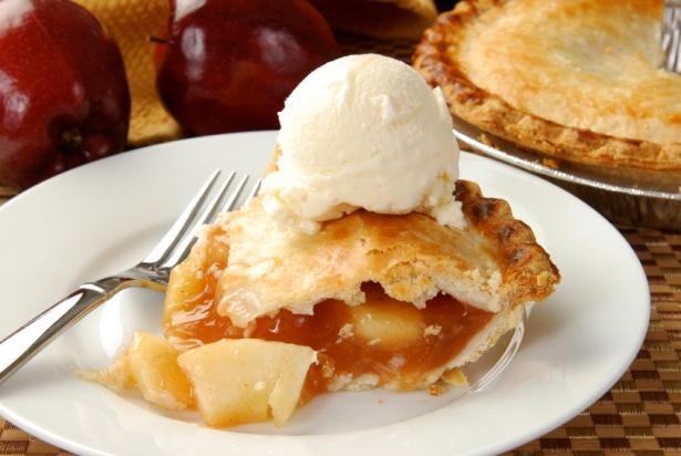 Рецепт яблочного пирога с корицей и орехами