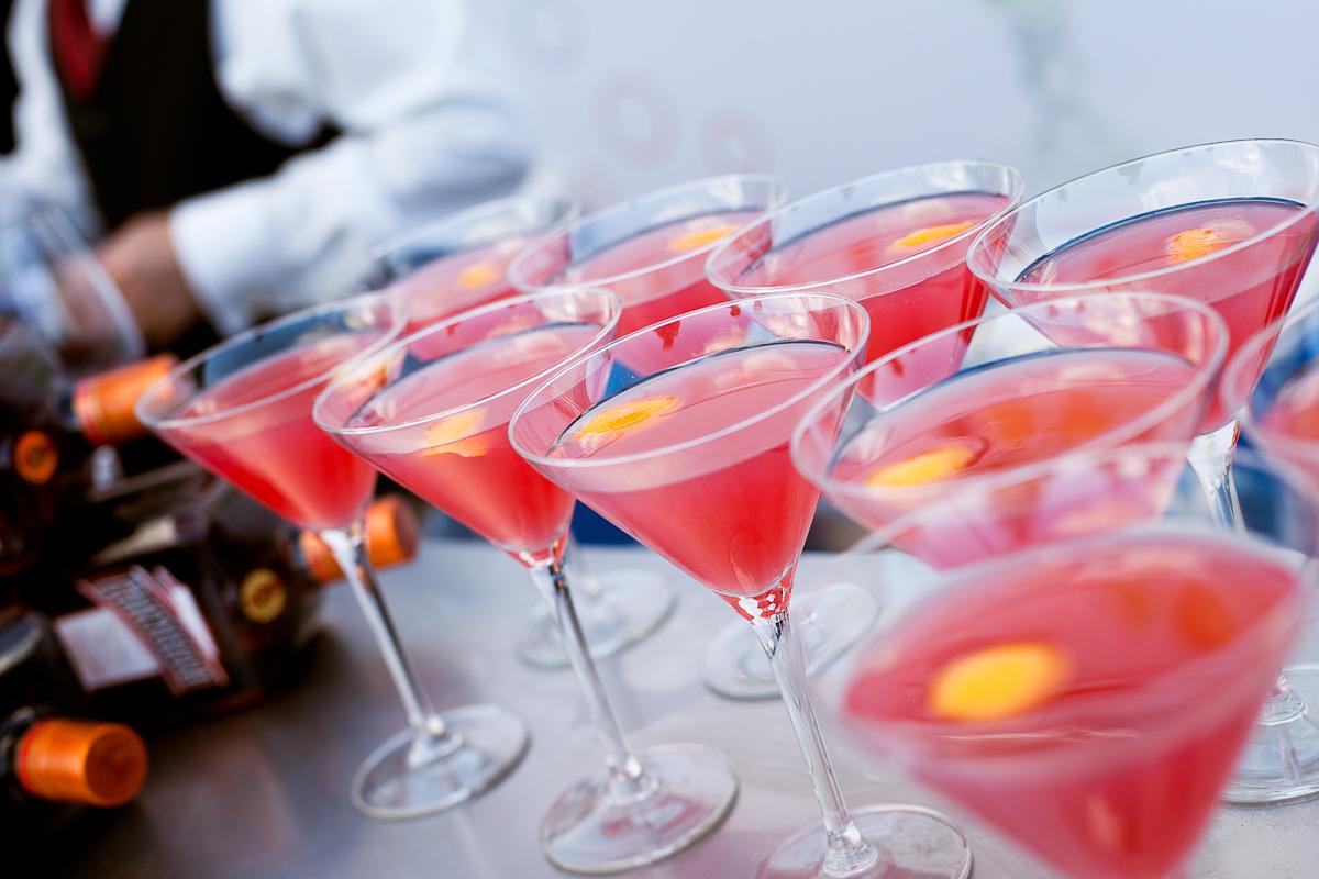 Проститутки пьют коктейль маргарита