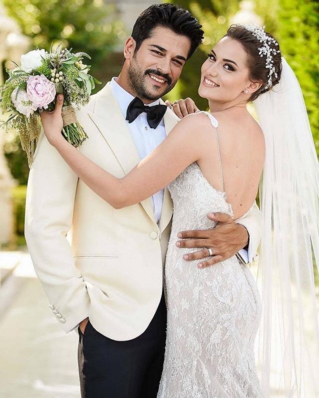 Бурак Озчивит с женой