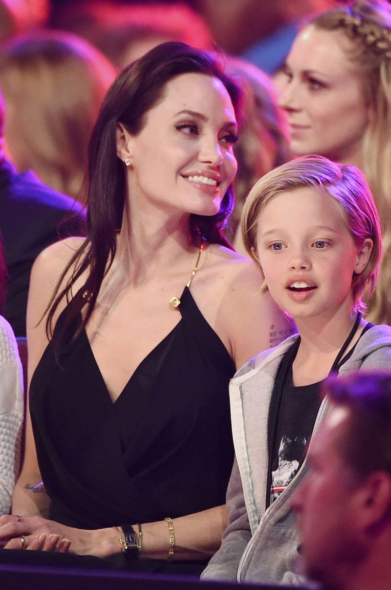 Джоли с детьми 2016