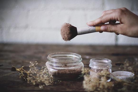 Как приготовить сухой шампунь в домашних условиях