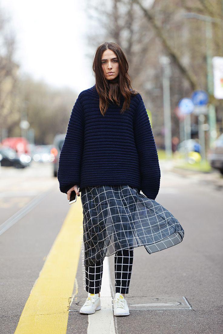 Вперед в прошлое: как носить юбку поверх брюк
