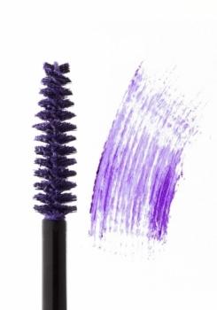 Ультрафиолетовый цвет в макияже и маникюре