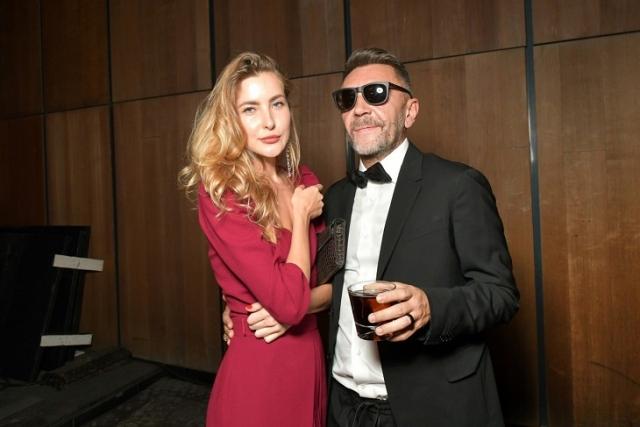 Сергей Шнуров с девушкой