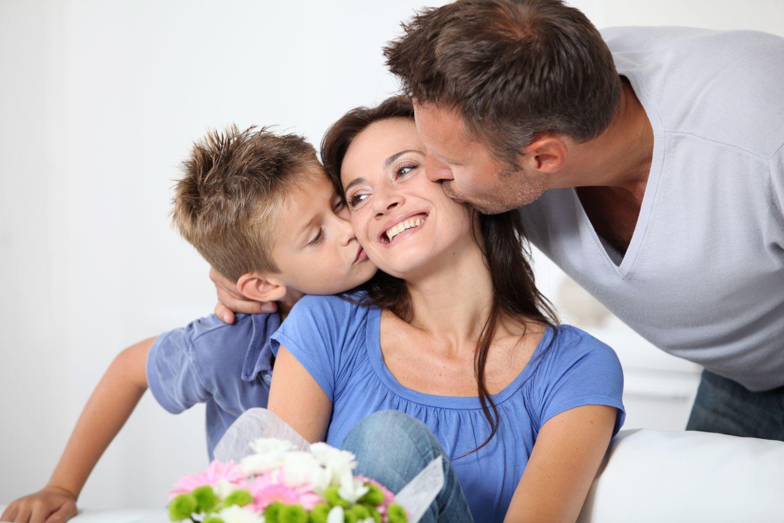 Счастливая семейная жизнь матери и сына 14 фотография