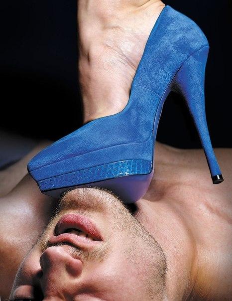 Порно у ног госпожи смотреть онлайн
