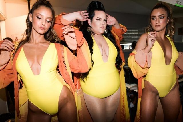 Нетта Барзилай в ярком купальнике станцевала на модном показе (ФОТО+ВИДЕО)