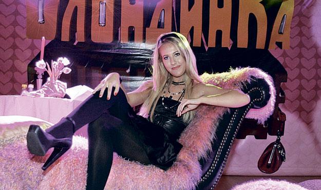Блондинка в шоколаде собчак секс со стриптезорами