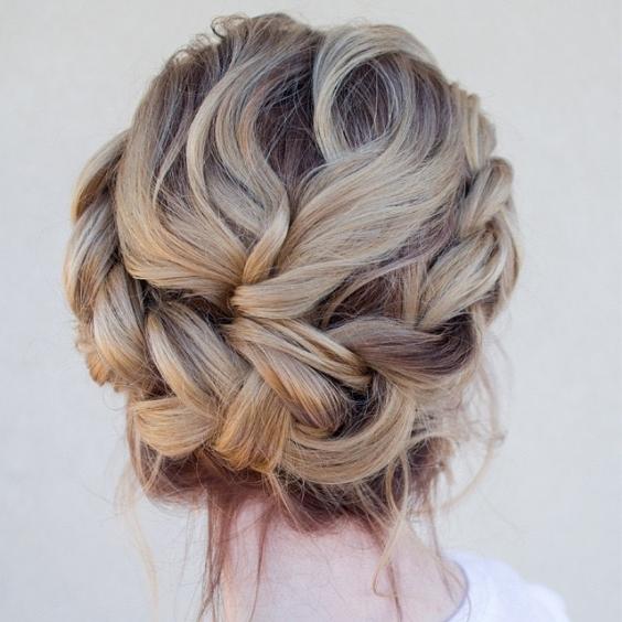 Самые красивые прически на выпускной вечер: фото простых причесок для волос любой длины - Фото