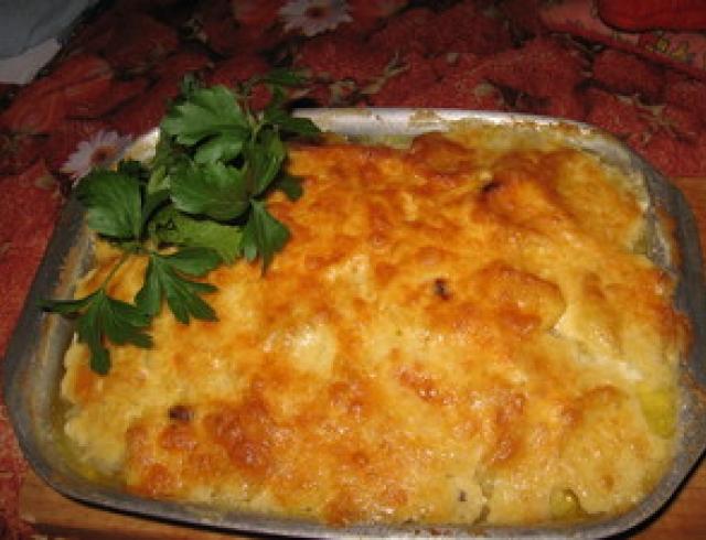 Картофельная запеканка с рыбной консервой в духовке