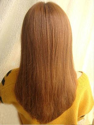 Гладко расчешите волосы