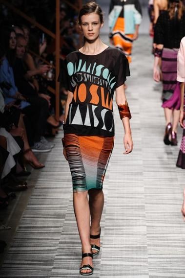 Тренд сезона весна-лето 2014: надписи и слоганы на одежде - photo#42