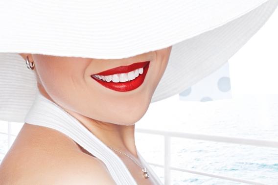 Белоснежная улыбка в домашних условиях: как отбелить зубы перекисью