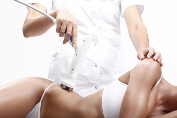 """Стоит ли делать антицеллюлитный массаж: все """"за"""" и """"против"""""""