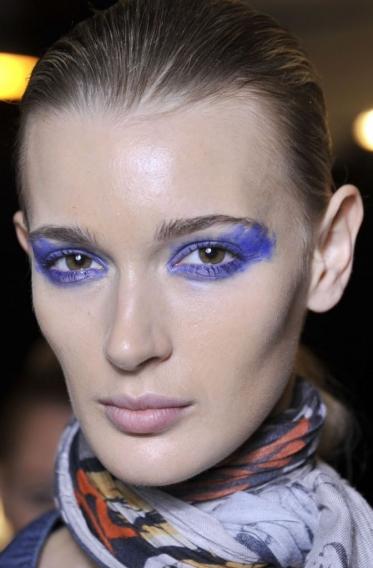 Макияж с голубым цветом 47