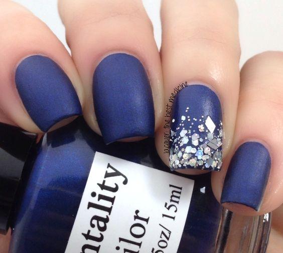 Ногти матовые синее