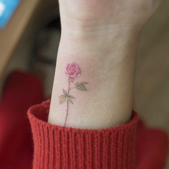 Маленькие тату с цветами для девушки