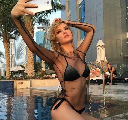 42-летняя Мария Порошина впервые после родов показала фигуру в бикини