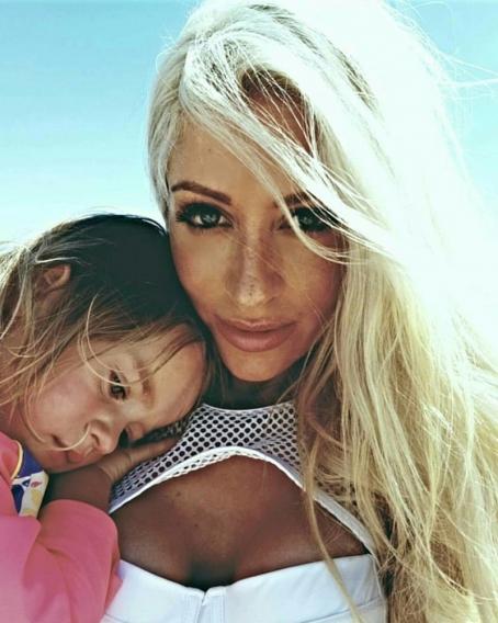 Как сохранить идеальную фигуру после рождения пятерых детей: секрет 34-летней британки Саммер