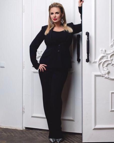 71533b654d525af Анна Семенович в сексуальном боди показала пикантный бекстейдж нового клипа  (ВИДЕО)