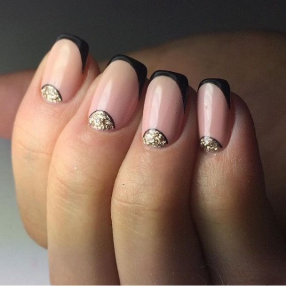 Фото ногтей с рисунком и френчем 14