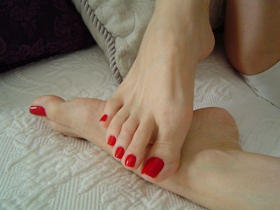 Красивые женские ступни