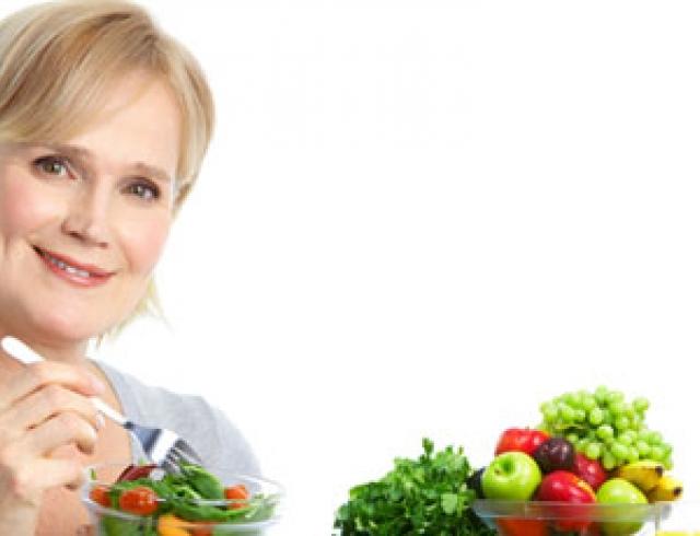 Поможет ли диета при климаксе справиться с приливами?