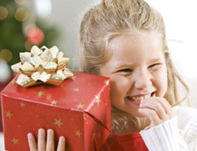 Оригинально преподнести подарок ребенку