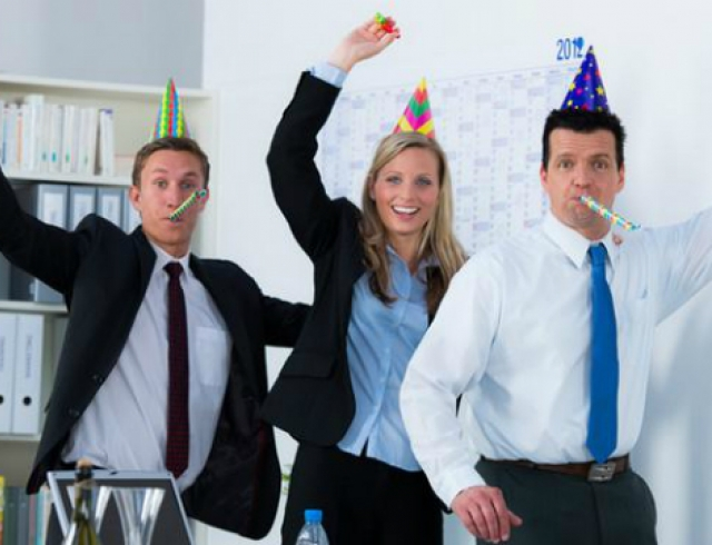 Поздравление коллеге в офисе сценарий