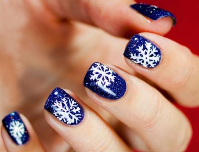 Маникюр с шеллаком на коротких ногтях новогодний