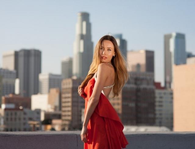 Красивая девушка психолог видео
