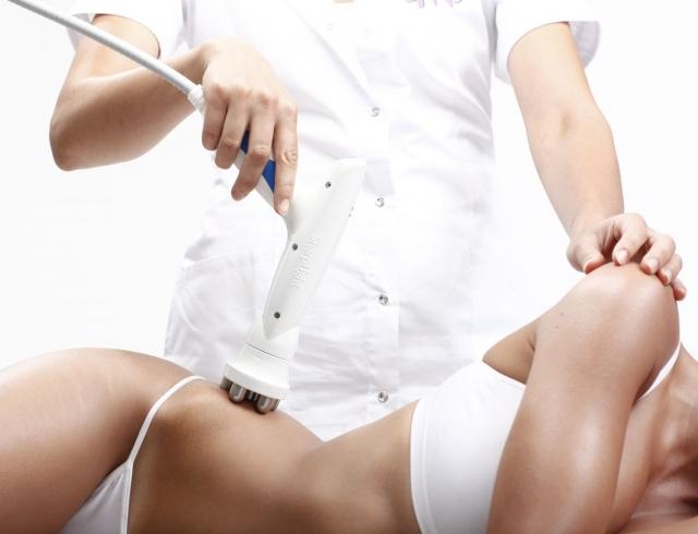 Девушки делают массаж фото