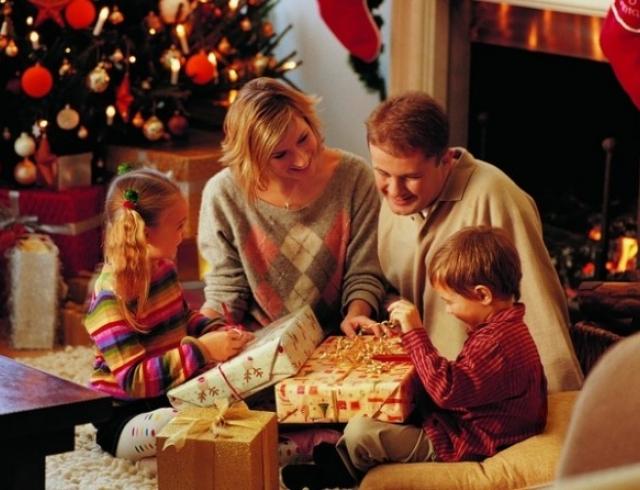 Маленькие поздравления в стихах с подарками