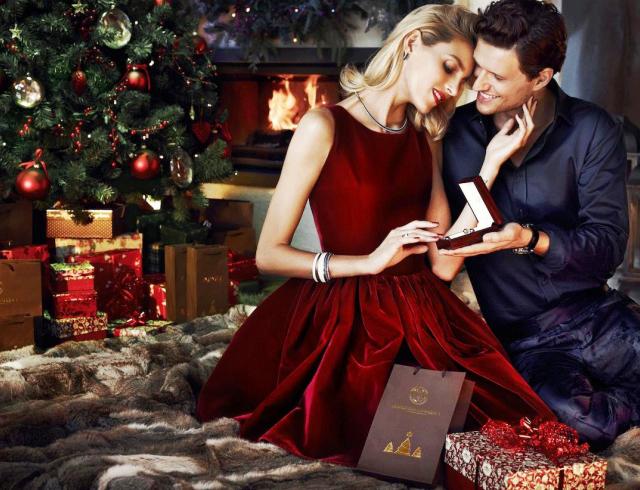 Подарить девушке подарок новый год