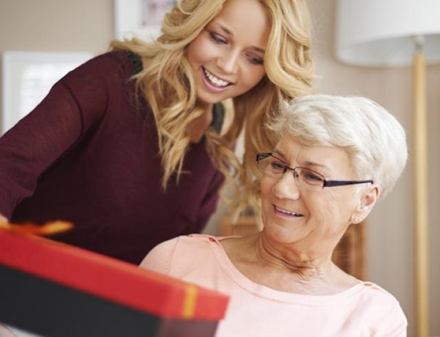 Бабушка подарить секс
