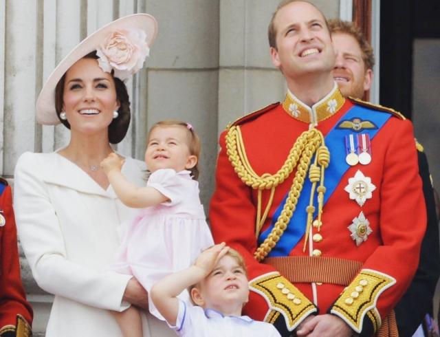 Принцесса Шарлотта и принц Джордж: первые фото из Германии изоражения