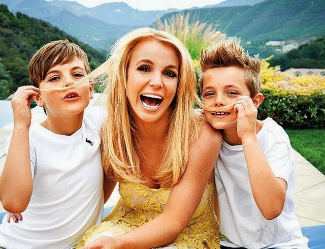 Бритни Спирс с сыновьями проводит идеальное лето: купание в экстремальном бассейне