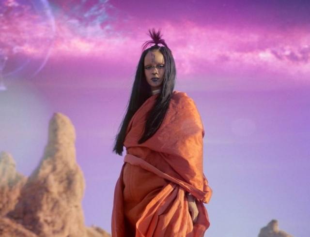 """Рианна представила клип на песню """"Sledgehammer"""" из фильма """"Стартрек: Бесконечность"""". Смотрите видео"""