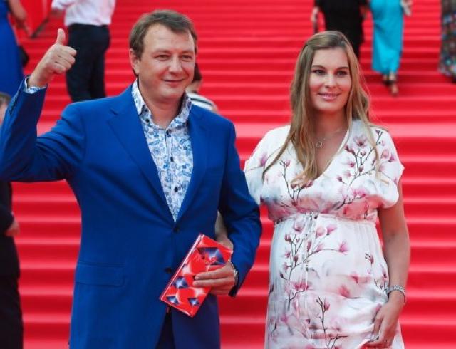 Третий брак Марата Башарова: актер женится после знакомства в соцсети