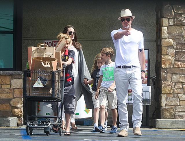 Развод отменяется: Брэд Питт и Анджелина Джоли появились вместе на публике