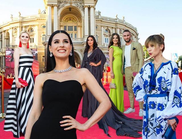 5ca332688e7 Красная дорожка Одесского кинофестиваля  fashion-редактор комментирует  наряды гостей