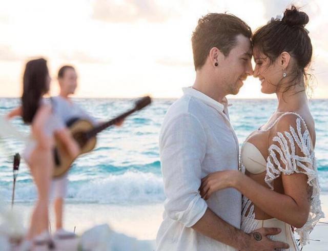 Топ-модель Изабели Фонтана вышла замуж впрозрачном одеяние