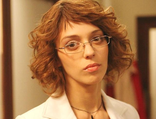 Голая Нелли Уварова актриса видно её сиськи киску и
